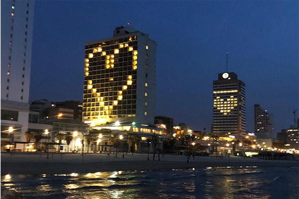 """מוצ""""ש (4.4): מלונות שרתון ורנסנס, חוף הים של תל אביב. צילום: ציפי מנשה / מגפון ניוז"""