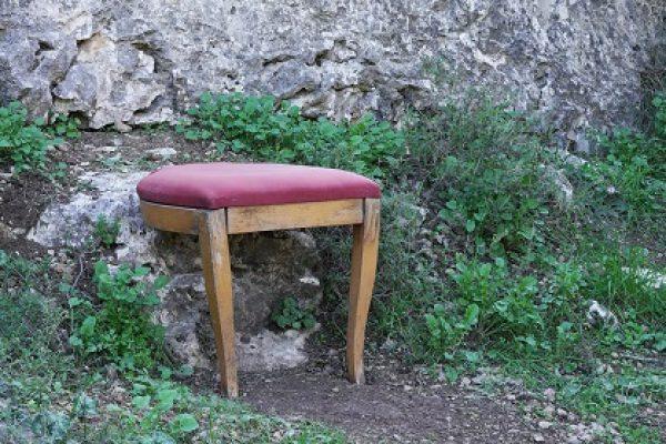 """""""כיסאות מתבודדים"""" במוזיאון ישראל: סיור וירטואלי מומלץ לתקופת הבידוד"""