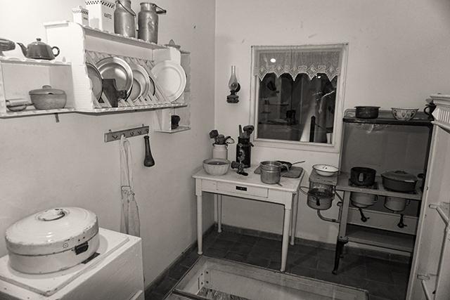 מוצגים במוזיאון ראשון לציון (צילום:דן בר דוב)