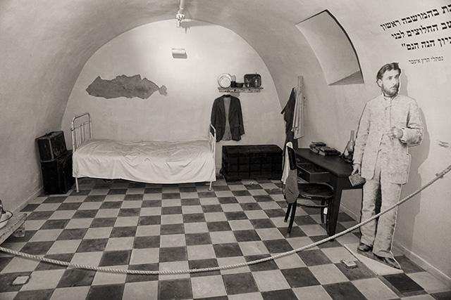 המרתף בו התגורר נפתלי הרץ אימבר (צילום:דן בר דוב)