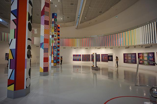 האולם המרכזי של מוזיאון אגם (צילום:דן בר דוב)