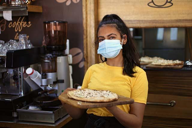 בתה של האנה ממסעדת שנקליש (צילום:דן בר דוב)