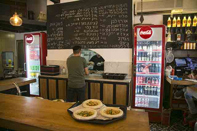 מסעדת רחמו הותיקה (צילום:דן בר-דוב)