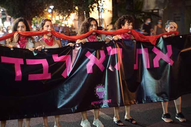 """""""את לא לבד"""",  אלפים בהפגנות תמיכה בנערה שנאנסה באילת"""