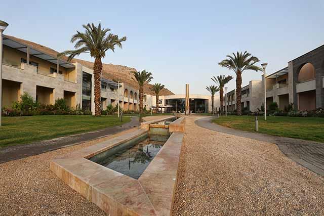 150 חדרים סביב חצר פנימית (צילום:דן בר דוב)