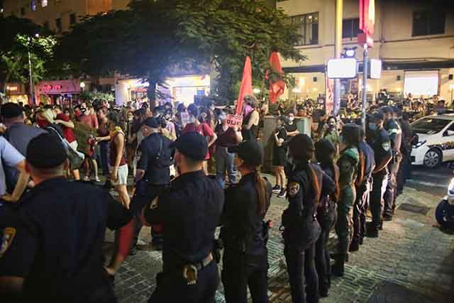 המפגינים צועדים ברחובות העיר (צילום:דן בר דוב)