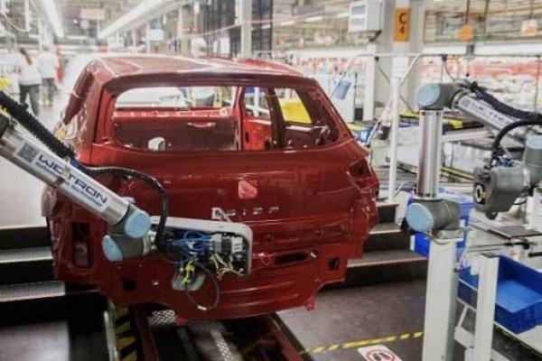 יצרנית המכוניות סיאט הסבה פס ייצור להרכבת מכונות הנשמה