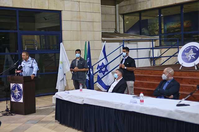 במסיבת העיתונאים במטה מחוז תל אביב (צילום:דן בר דוב)