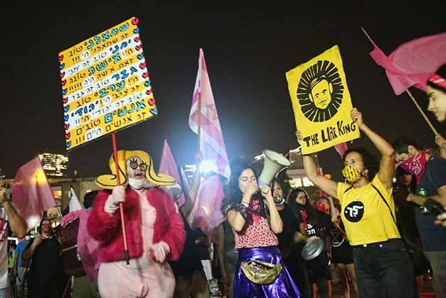 המפגינים בכיכר הבימה (צילום:דן בר-דוב)