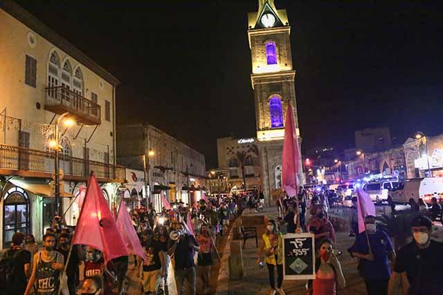 סמוך לכיכר השעון המשטרה מפזרת את ההפגנה (צילום: דן בר דוב)