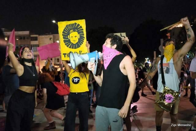 המפגינים בכיכר הבימה (צילום: ציפי מנשה)