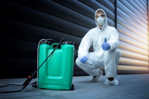 exterminator-white-protective-uniform-standing-by-reservoir-with-chemicals-sprayer_342744-930