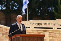 """שר הביטחון גנץ בטקס בקריית שאול """"""""אם לא נתאחד נקל על אויבנו"""" (צילום דן בר דוב)"""
