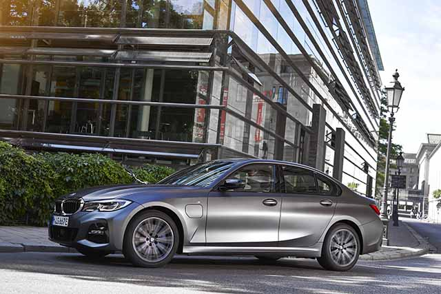 BMW 320e (צילום באדיבות היצרן)