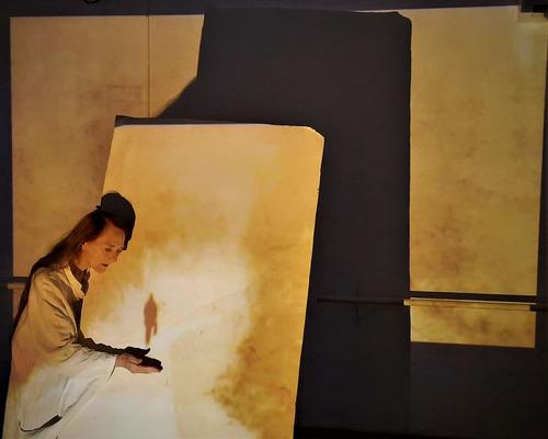"""""""לנוע לנוע"""" אנה אני נעה ? – רנה שינפלד במופע סולו בפסטיבל ישראל"""