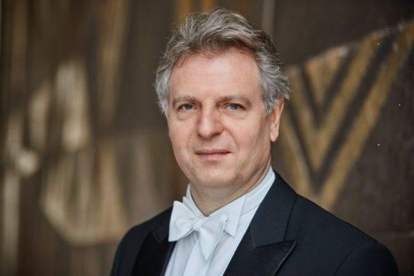 המנצח קרל-היינץ שטפסנס, תמונה של סטפן וילדהידטתמונה של