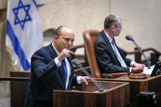 לפיד לחברי הכנסת שהפריעו ללא הרף : כל אזרח ישראלי אחר גם מתבייש בכם