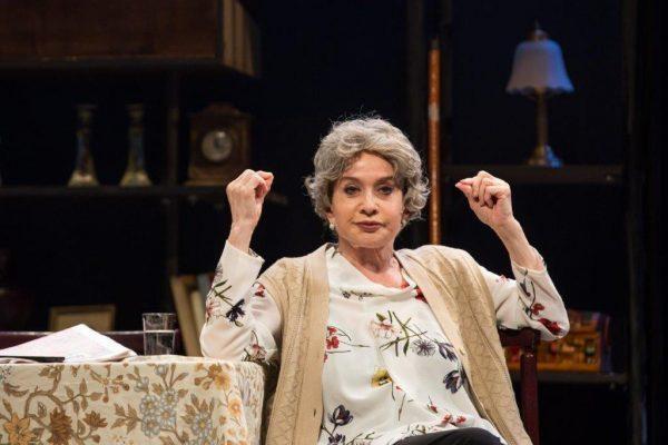 'הדירה של רוזה': משפחה לא בוחרים, אבל על ההצגה אפשר לוותר