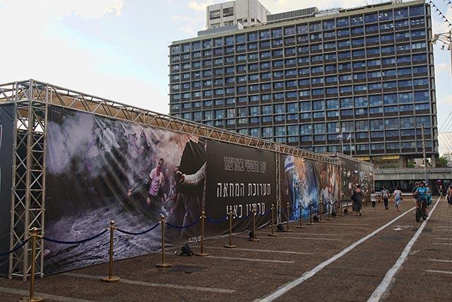 תערוכת צילומי המחאה בכיכר רבין (צילום: דן בר דוב)