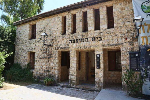 בית המועצה הוותיק של מטולה (צילום דן בר דוב)