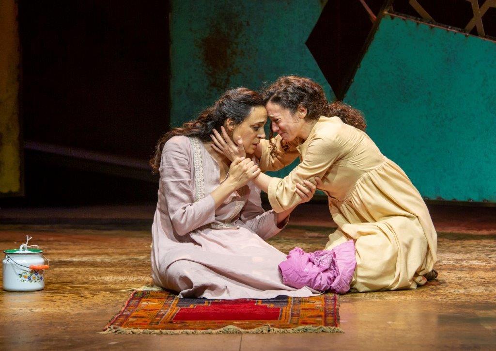 """""""אלף שמשות זוהרות"""" בתיאטרון גשר: יופי של טרגדיה"""