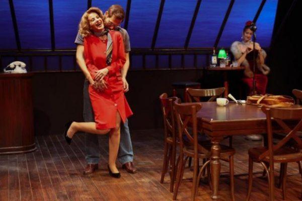 """""""מלון סוף העולם"""" בהבימה: התפקיד הטוב ביותר של רובי פורת-שובל"""